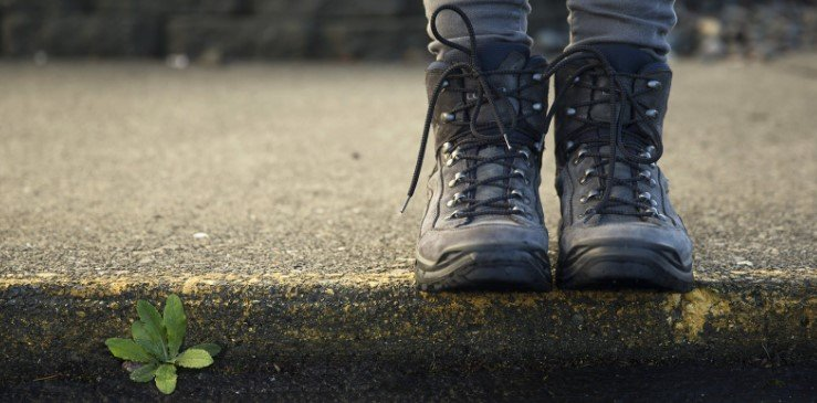 Can Wearing Heavy Boots Cause Knee Pain