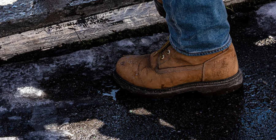 What Are the Benefits Of Keeping Your Feet Cool In Work Boots